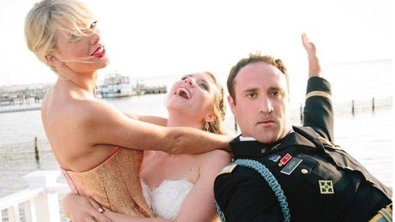 Taylor Swift crashes NJ wedding.
