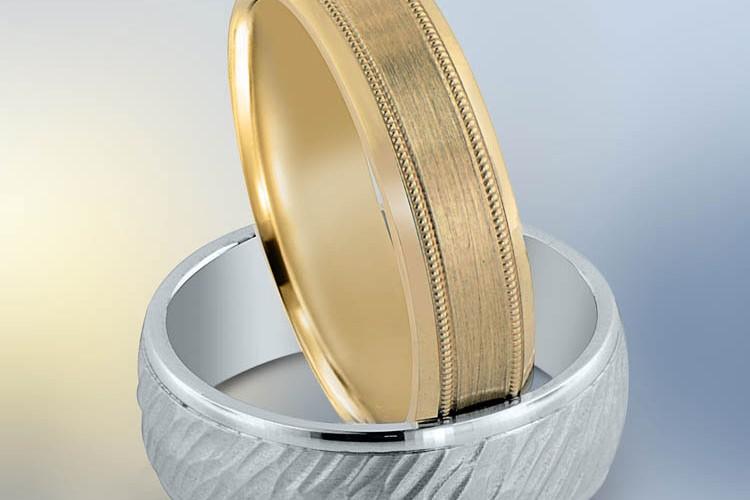 Novell gold wedding band